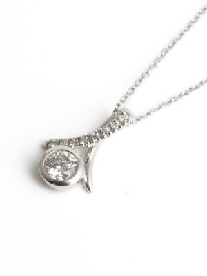 Platinum Snowdrop Kiss Diamond Pendant