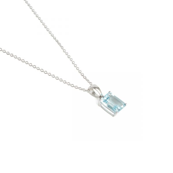18ct White Gold Aquamarine Pendant